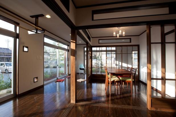 居室と広縁の間にある建具を取ると大きなスペースが生まれます