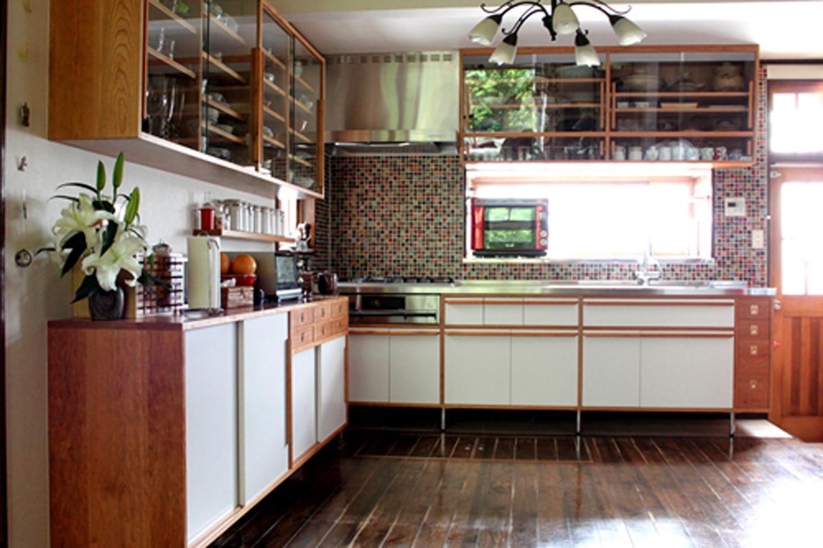 辰巳キッチンはkarfとのコラボレーション。