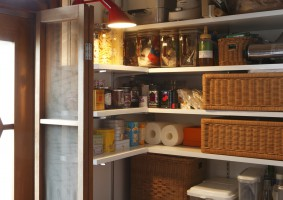 キッチンリフォームと同時に、パントリーを。大工さんと相談しながら。