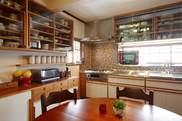 キッチンは思いがあるだけに、気軽に始められません。この家でも10年たってようやく着手。