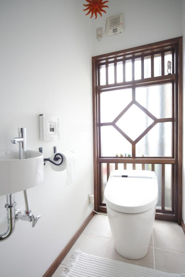 トイレの壁を一面全部ガラスに、と大胆な構想も、リフォームならではじっくりと検討できました