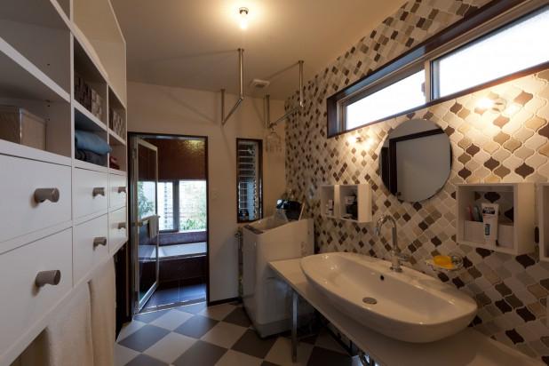 洗面室は狭くても多様な機能が求められる基地なのです